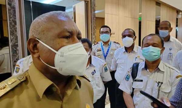 Gubernur Papua Barat Drs Dominggus Mandacan