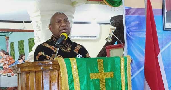 Gubernur-Papua Barat Drs. Dominggus Mandacan