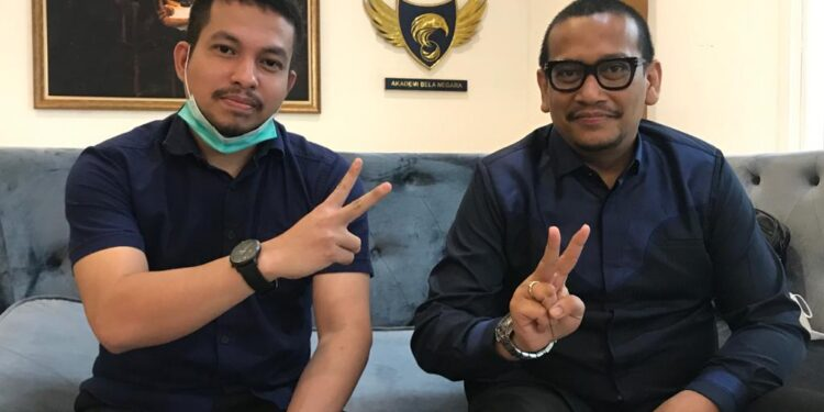 Sekertaris BAHU NasDem Reginaldo Sultan,S.H didamping Taufit Rahman,S.H saat menggelar konfrensi pers di Jakarta, Jumat (15/1/2021)