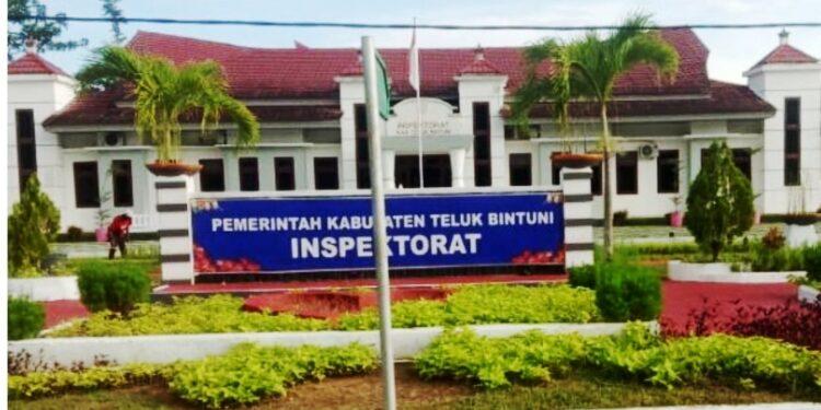 Kantor Inspektorat Kabupaten Teluk Bintuni di Kompleks Perkantoran Bumi Saniari SP-3 Distrik Manimeri.