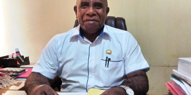 Kepala Dinas Kominfo Kabupaten Teluk Bintuni Dr. (c) Drs. Markus Sraun, M.Si