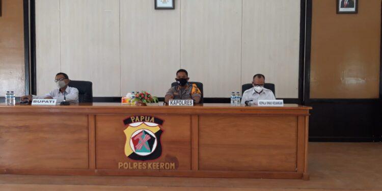 Polres Keerom Mediasi Realisasi Pembyaran Hak Tenaga Guru di Kabupaten Keerom Tahun 2021