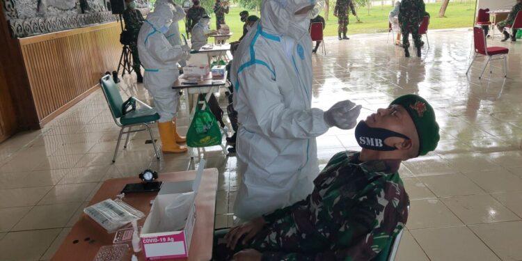 Personel Satgas Pamtas RI - PNG, Yonif 123/Si'Mbisa Jalani Tes Usap Setelah Purna Tugas di Merauke, Kamis (4/2/2021)