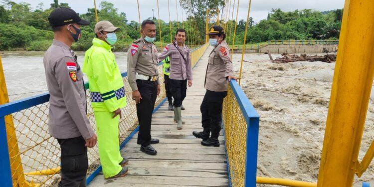 Kapolsek Muaratami, AKP. Jubelina Wally pimpin patroli siaga akibat cuara buruk, Selasa (9/2/2021)