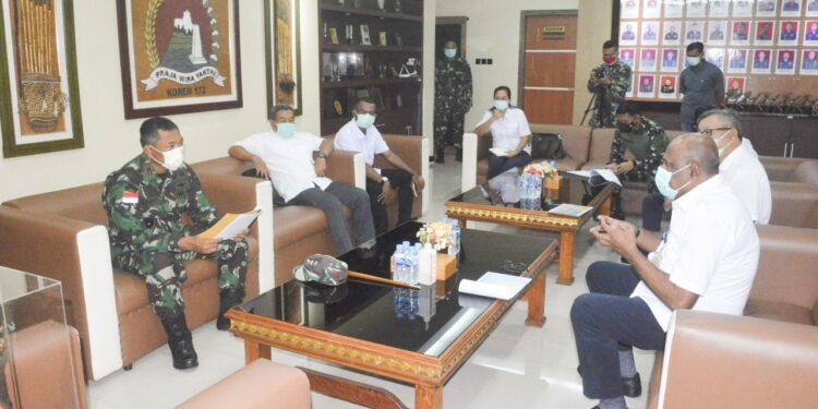 Kepala BBPJN Jayapura, Edu Melki Sasarar bersama staf  Audiens Dengan Komandan Korem 172/PWY, Brigjen TNI. Izak Pangemanan di Makorem 172/PWY, Selasa (9/2/2021)