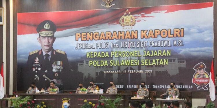 Kapolri Jenderal Listyo Sigit Prabowo Kunjungi Polda Sulsel dan Memberikan Hadiah SIP kepada Dua Anggota Polisi Berprestasidi Mapolda Sulawesi Selatan, Kamis  (11/2/2021)
