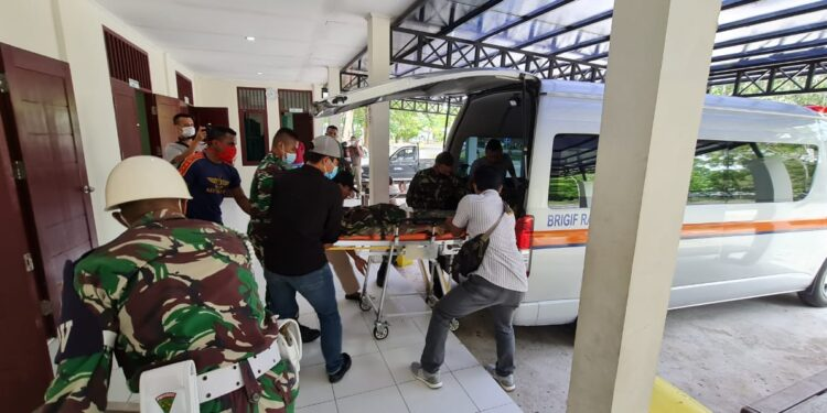 Korban kontak tembak Intan Jaya, Almarhum Prada Ginanjar Arianda, saat evakuasi ke Timika, Senin (15/2/2021)