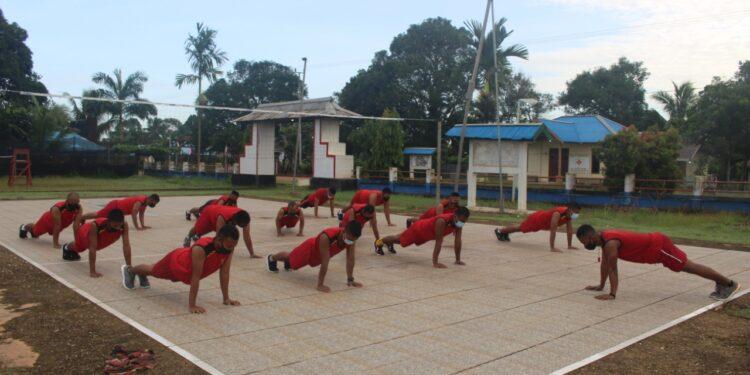 Personel Satgas Pamtas RI-PNG, Yonif 611/AWL Olahraga Mandiri di Pos Kotis Bupul 1, Merauke, Kamis (18/2/2021)