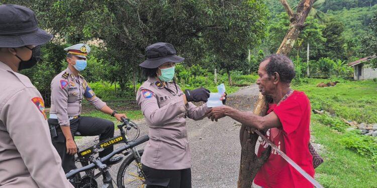 Satgas Aman Nusa II Polda Papua Barat Sambangi 3 kampung sosialisasi Protokol Kesehatan, Senin (22/2/2021). (Foto : Humas Polda PB)