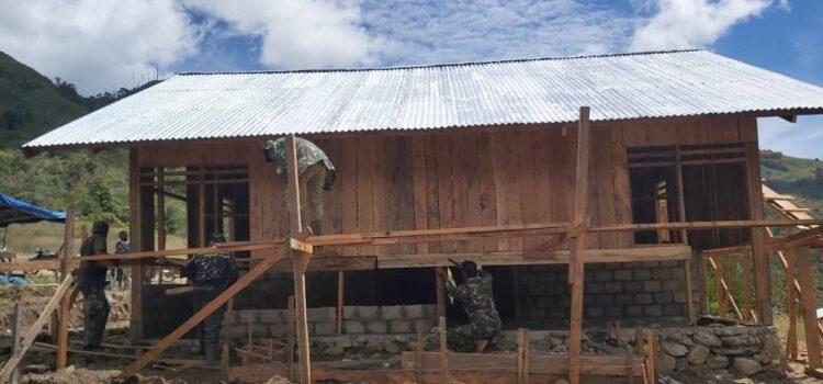 Proses Pembangunan Fisik Program TMMD ke-110 di Kampung Ibele, Kabupaten Jayawijaya, Minggu (7/3/2021). Foto: Pendam Cenderawasih
