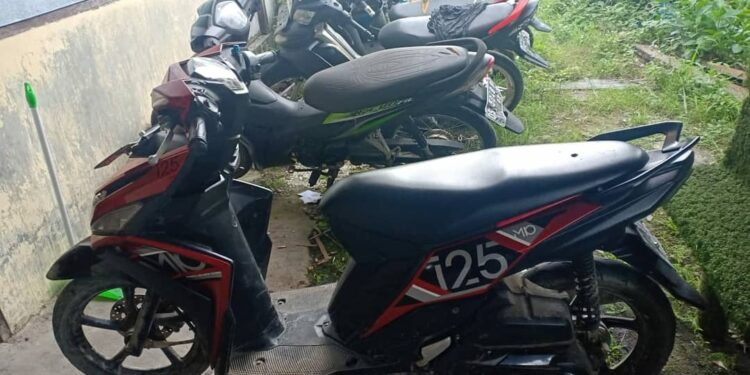 Barang Bukti SPM Yamaha Mio 125 Diamankan di Mapolsek Japsel, Senin (8/3/2021). Foto: Humas Polres Jayapura Kota