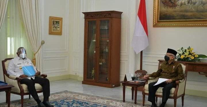 Gubernur Papua Barat Drs Dominggus Mandacan bertemu dengan Wakil Presiden RI Ma'aruf Amin di ruang rapat Wapres, jakarta Rabu (10/3/2021). (Foto : Istimewa)