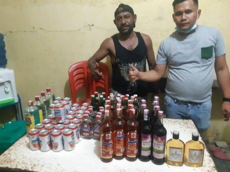 Barang Bukti Puluhan Botol Miras Diamankan Tim Opsnal Polsek Jayapura Selatan. Foto: Humas Polresta Jayapura Kota