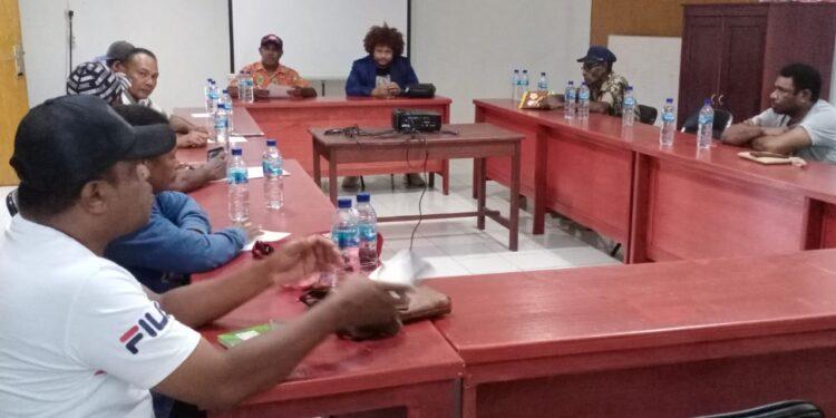 Rapat Persiapan  DAP Wilayah III Doberay dalam rangka pelaksaan  Konferensi Besar Masyarakat Adat Papua (KBMAP) ke-IV tahun 2021 di Kaimana. (Foto : Istimewa)