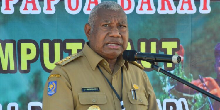 Gubernur Papua Barat Drs Dominggus Mandacan (Foto : Istimewa)