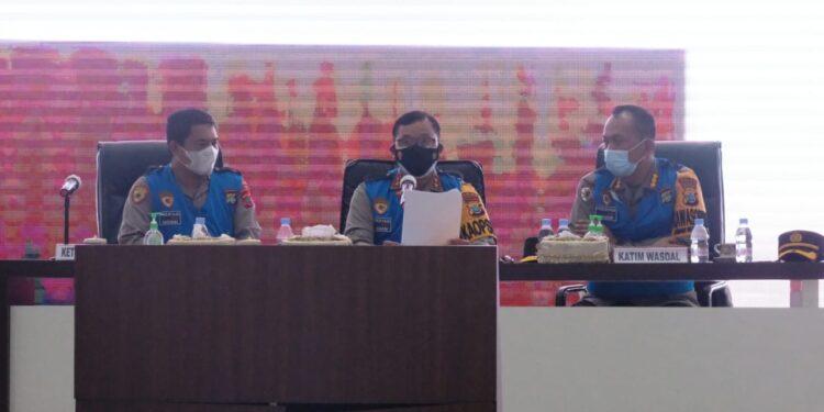 Kapolda Papua Barat Irjen Pol Dr Tornagogo Sihombing,S.I.K.,M.Si Pimpin Sidang Kelulusan Bintara dan Tamtama T.A.2021 di Aula Arfak Convention Mapolda Papua Barat, Kamis (22/7/2021).(Foto : Humas Polda PB)