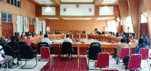 Momen RDP PDAM War Besrendi dengan DPRD dan Pemerintah Daerah bertempat di ruang sidang utama gedung Parlemen Biak Numfor, (16/7/2021)