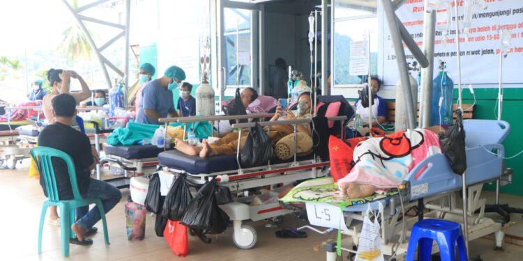 Pasien positif covid-19 yang sedang rawat di IGD RSUD Dok II Jayapura / Foto: Humas Polda Papua