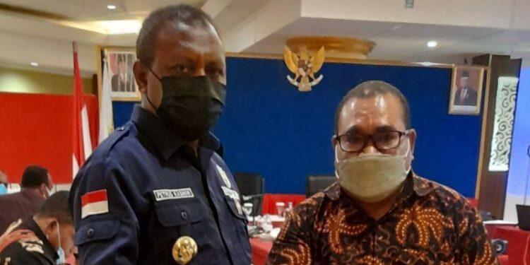 Bupati Teluk Bintuni Ir Petrus Kasihiw,M.T dan Anggota DPR Papua Barat Daniel Asmorom,S.H.,M.M .(Foto : Istimewa)