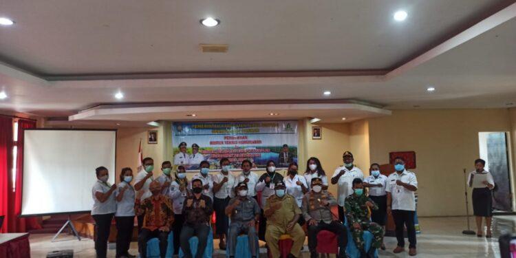 Bupati Teluk Bintuni Ir Petrus Kasihiw,M.T membuka Bimtek Kehumasan dan Protokoler di Aula Hotel Steenkool Bintuni, Kabupaten Teluk Bintuni, Papua Barat, Selasa (28/9/2021).(Foto : Istimewa)