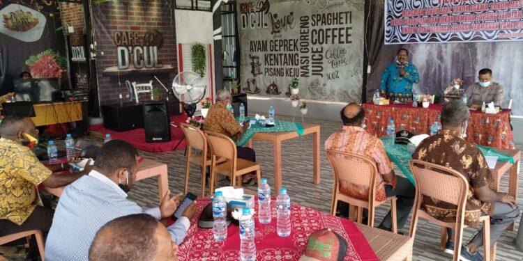 Polres Sorong Selatan Silahturahmi dengan para tokoh Maybrat di Cafe D'Cul Wernas, Kabupaten Sorong Selatan, Rabu (8/9/2021).(Foto : Humas Polda PB)