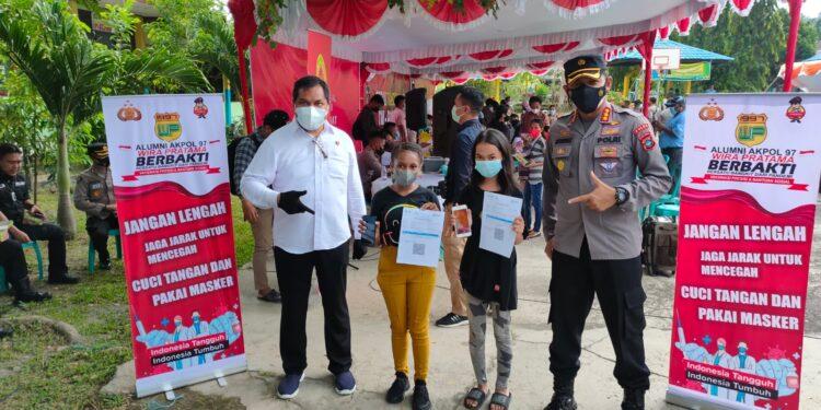 Alumni AKPOL Angkatan 97 Gelar Vaksinasi Presesi Keliling di Gedung SMP Negeri 2 Manokwari, Selasa (14/9/2021).(Foto : Humas Polda Papua Barat)