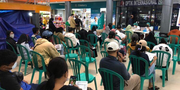 Antusias Masyarakat Mengikuti Vaksinasi Presisi Polri di Saga Mall Abepura, Minggu (19/9/2021) / Foto: Humas Polda Papua