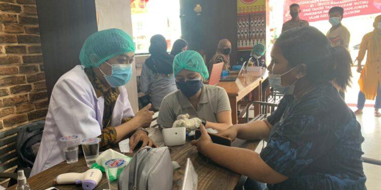 Pelaksanaan Vaksinasi Presisi Polri di Mega Waena, Kota Jayapura, Minggu (19/9/2021) / Foto: Humas Polda Papua