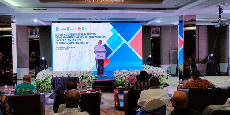 Gubernur Papua Barat Drs Dominggus Mandacan,M.Si.(Foto : KENN)