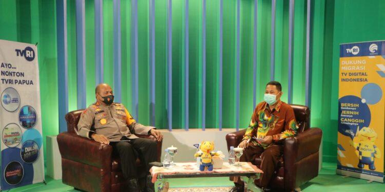 Kapolda Papua, Irjen Pol. Mathius D. Fakhiri jadi narasumber dialog interaktif di stasiun TVRI Papua, Rabu (13/10/2021) / Foto: Humas Polda Papua