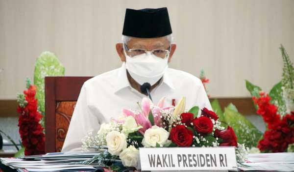 Wapres Ma'ruf Amin memimpin rapat koordinasi tentang percepatan pengentasan kemiskinan ekstrem di Kantor Gubernur Maluku, Ambon, Rabu (13/10/2021)